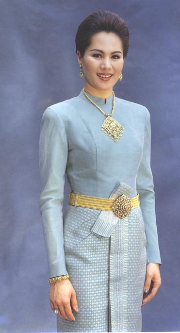 Thai wedding attire thailand weddings for Thai style wedding dress