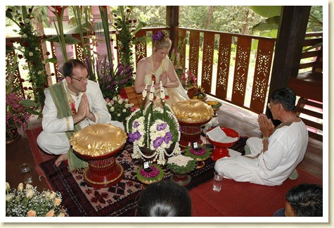 lanna wedding with thai style wedding florial arrangemnts